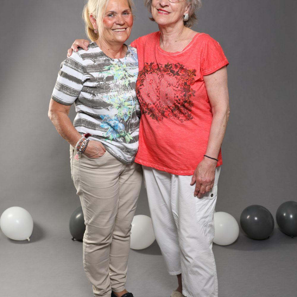 Bei der Eröffnung vom Fotostudio Harburg ist das schöne Foto von zwei älteren Damen entstanden.